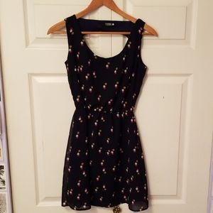 Sleeveless dress with dots s